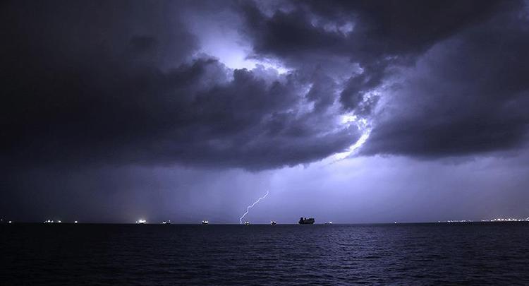 Hatay'da sağanak ve şiddetli rüzgar hayatı olumsuz etkiliyor