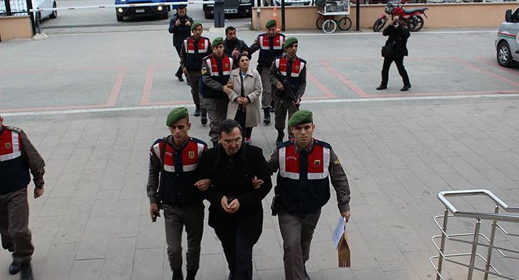 Sınırda yakalanan akademisyen çift tutuklandı