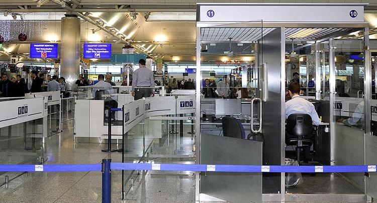 Pasaport kontrollerinde Alman diplomatlara ayrıntılı inceleme