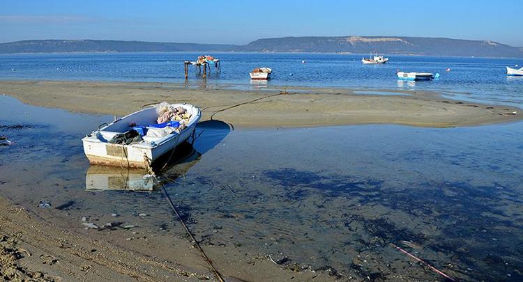 Çanakkale Boğazı'nda deniz 10 metre çekildi