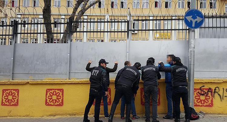 Polis okul önlerinde 'kuş uçurtmadı'