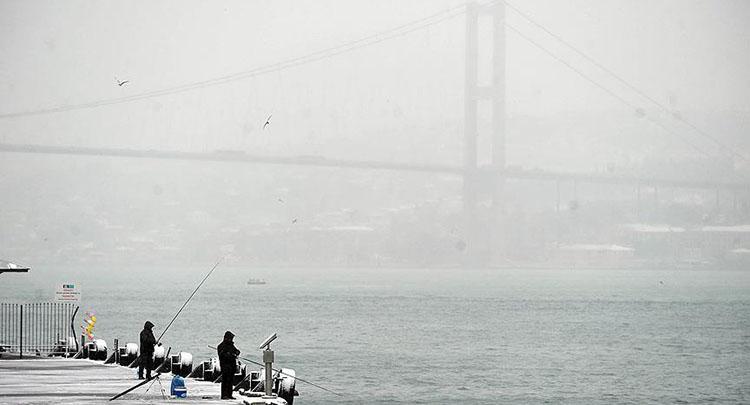 İstanbul Boğazı çift yönlü gemi geçişlerine kapatıldı