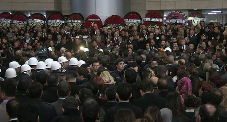İzmir şehitleri için Adliye Sarayı'nda tören düzenlendi