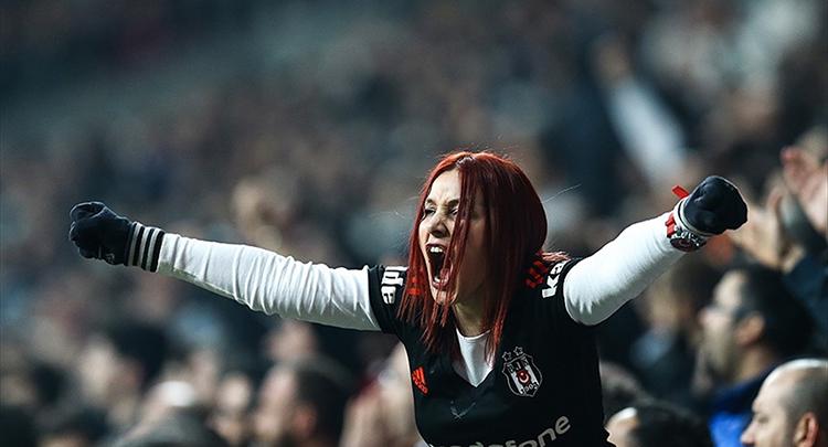 Beşiktaş taraftarından derbi maçının biletlerine yoğun ilgi