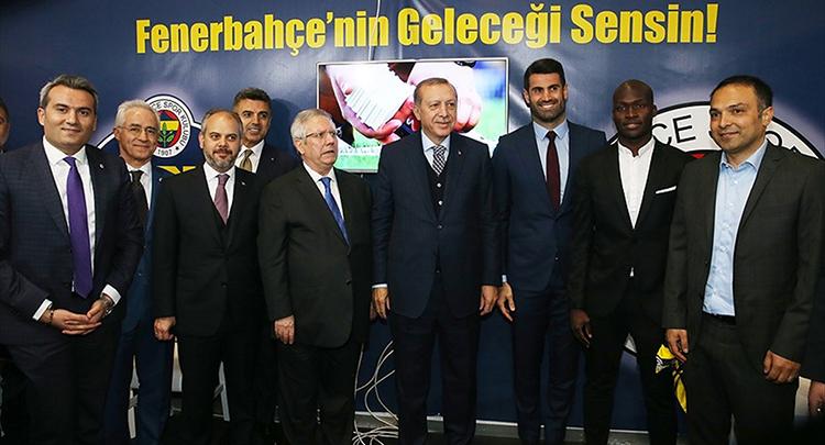 Cumhurbaşkanı Erdoğan Fenerbahçe standını ziyaret etti