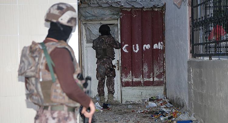 Ağrı ve İzmir'de terör operasyonu: 7 gözaltı