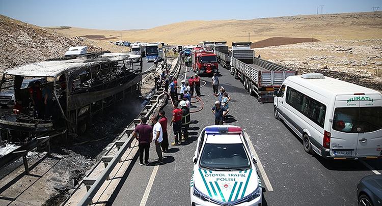 Şanlıurfa'da yolcu otobüsünde yangın: 22 yaralı