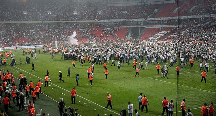 Süper Kupa maçındaki olaylarla ilgili 4 kişiye yakalama kararı çıkarıldı