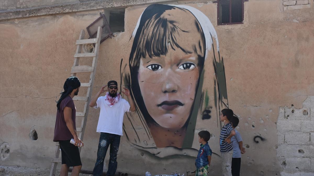 Türk grafiti sanatçılarından Suriye'de anlamlı çizimler