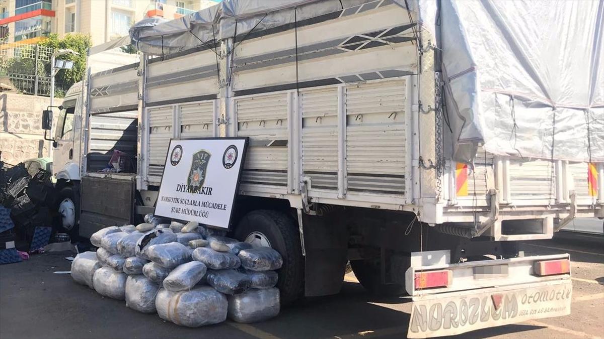Diyarbakır'da 452 kilo 480 gram esrar ele geçirildi