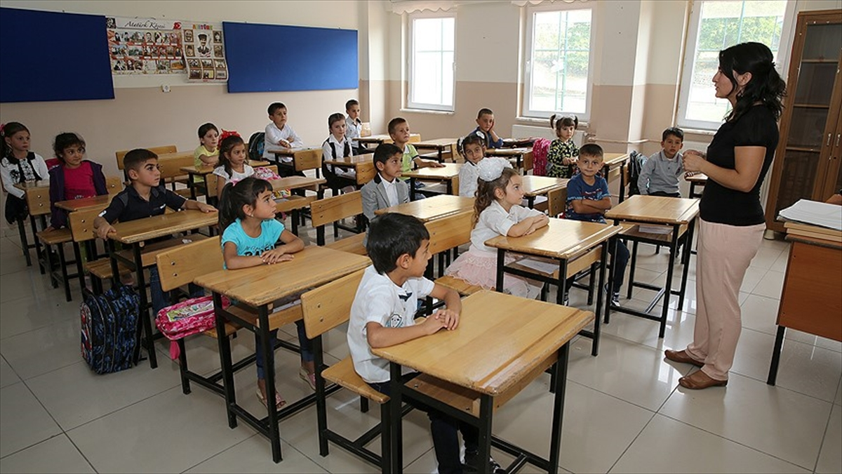 Sözleşmeli öğretmenlere eşlerinin yanına tayin hakkı