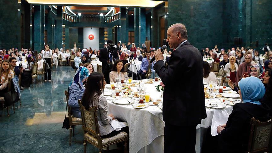 Cumhurbaşkanı Erdoğan gençlerle sahur buluşmasında konuştu
