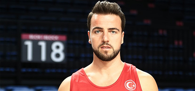 A Milli Erkek Basketbol Takımı'nın oyuncusu Mahmutoğlu: Türk halkı bize güveniyor