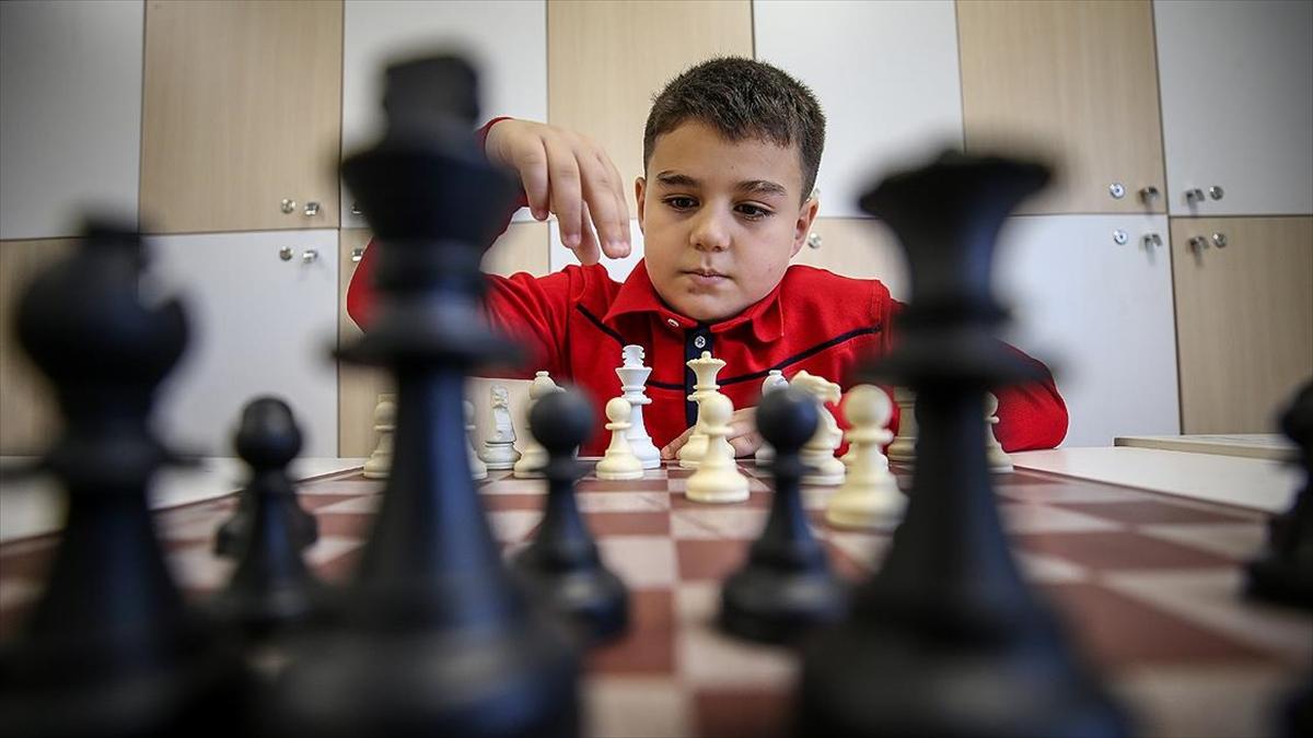 'Şah mat'ın küçük ustasının gözü dünya şampiyonluğunda