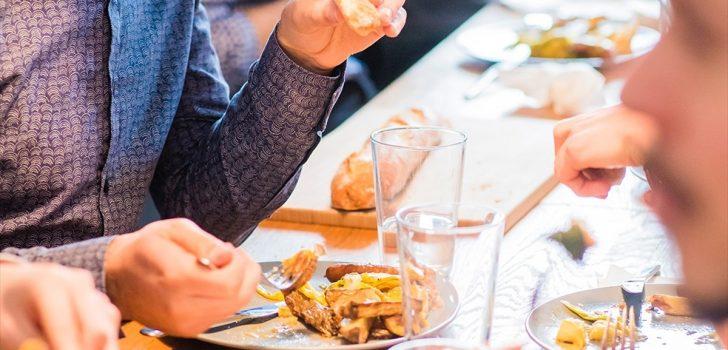 'Kilo almamak için yemeklerinizi televizyon karşısında değil masada tüketin