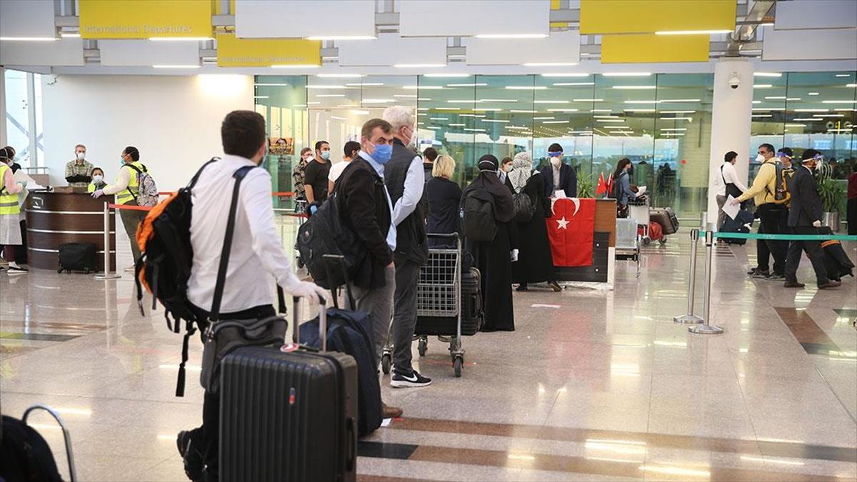 Pakistan'daki 133 Türk vatandaşı ülkeden ayrıldı