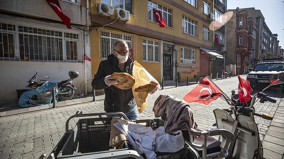 Ramazan pidesi evlere servis edildi