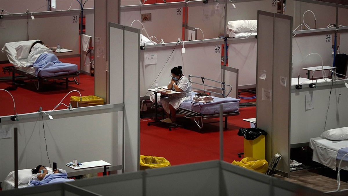 İspanya'da son 24 saatte Kovid-19'dan 288 kişi öldü