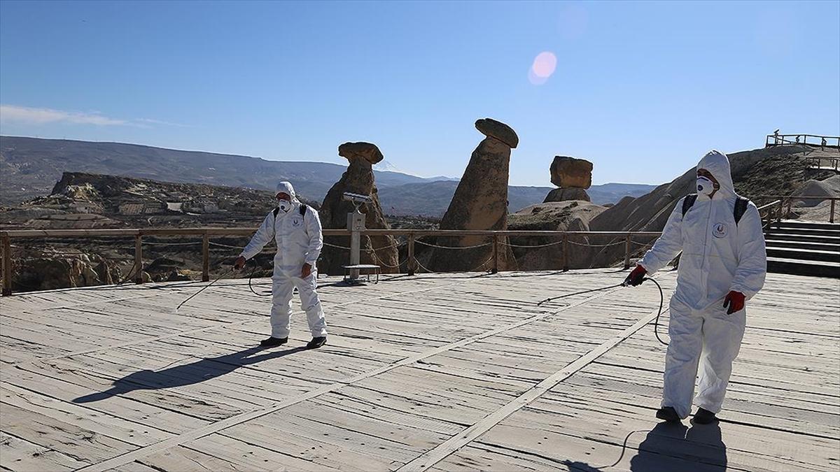 Küresel salgın Türkiye'ye gelen ziyaretçi sayısını da olumsuz etkiledi