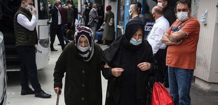 Bakan Koca'dan 65 yaş ve üzeri vatandaşlara seyahat uyarısı