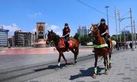 Atlı Polisler Taksim'de Denetim Yaptı