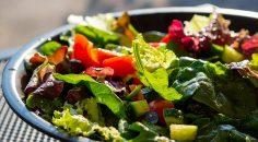 Kalp-damar ve yüksek tansiyon hastalarına bayramda 'Az et bol yeşillik yenmeli' uyarısı