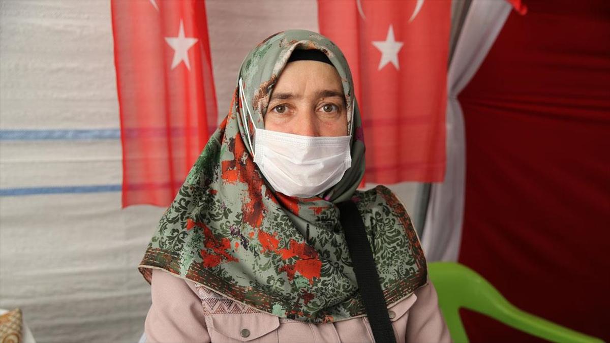 Diyarbakır annelerinden Ay: Oğlumu almadan buradan gitmeyeceğim