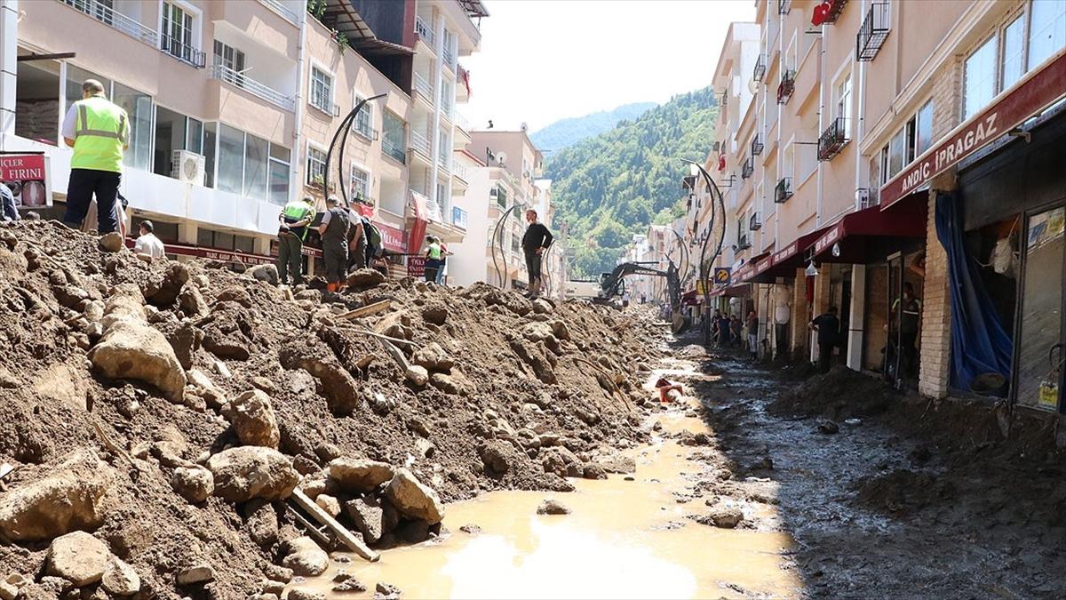 Bakan Zehra Zümrüt Selçuk: Giresun'da selden etkilenen vatandaşlar için 2,5 milyon TL kaynak aktaracağız