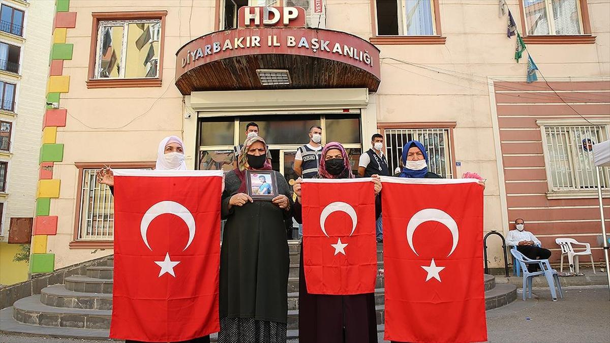 Çavuşoğlu BM'yi terör mağduru Diyarbakır Anneleri'ne desteğe çağırdı