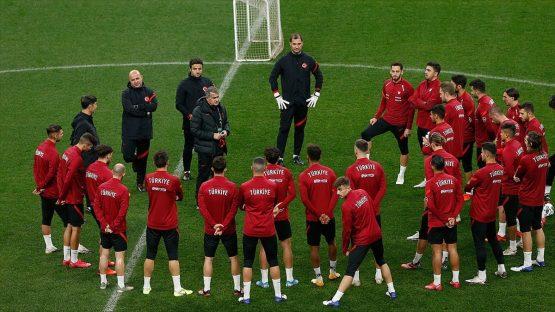 A Milli Futbol Takımı'nda Sırbistan maçı hazırlıkları başladı