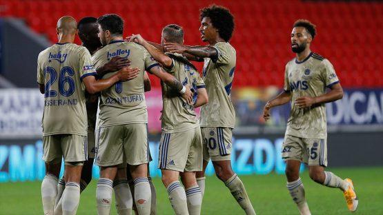 Göztepe'yi mağlup eden Fenerbahçe ilk kez 3 gol atarak kazandı