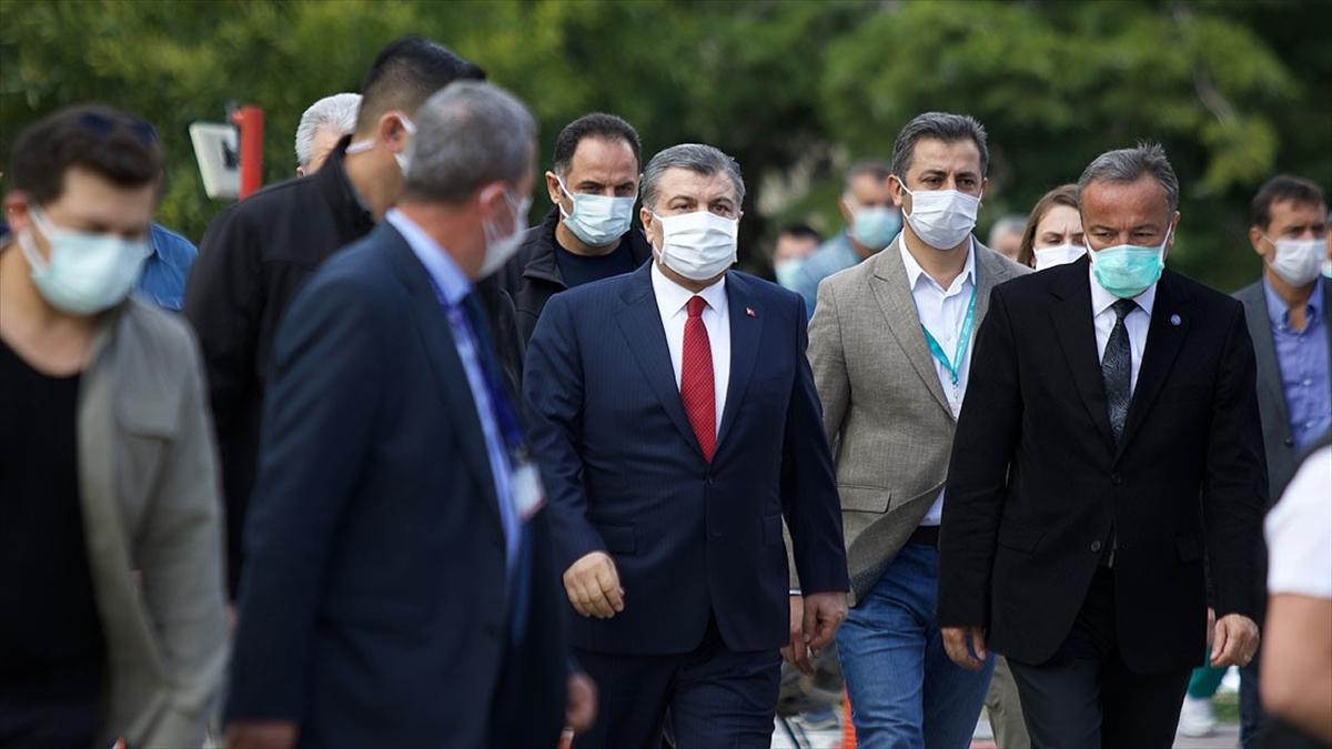 Bakan Koca: İzmir'de tedavi altında olan 36 vatandaşımız var, 999 vatandaşımız taburcu edildi