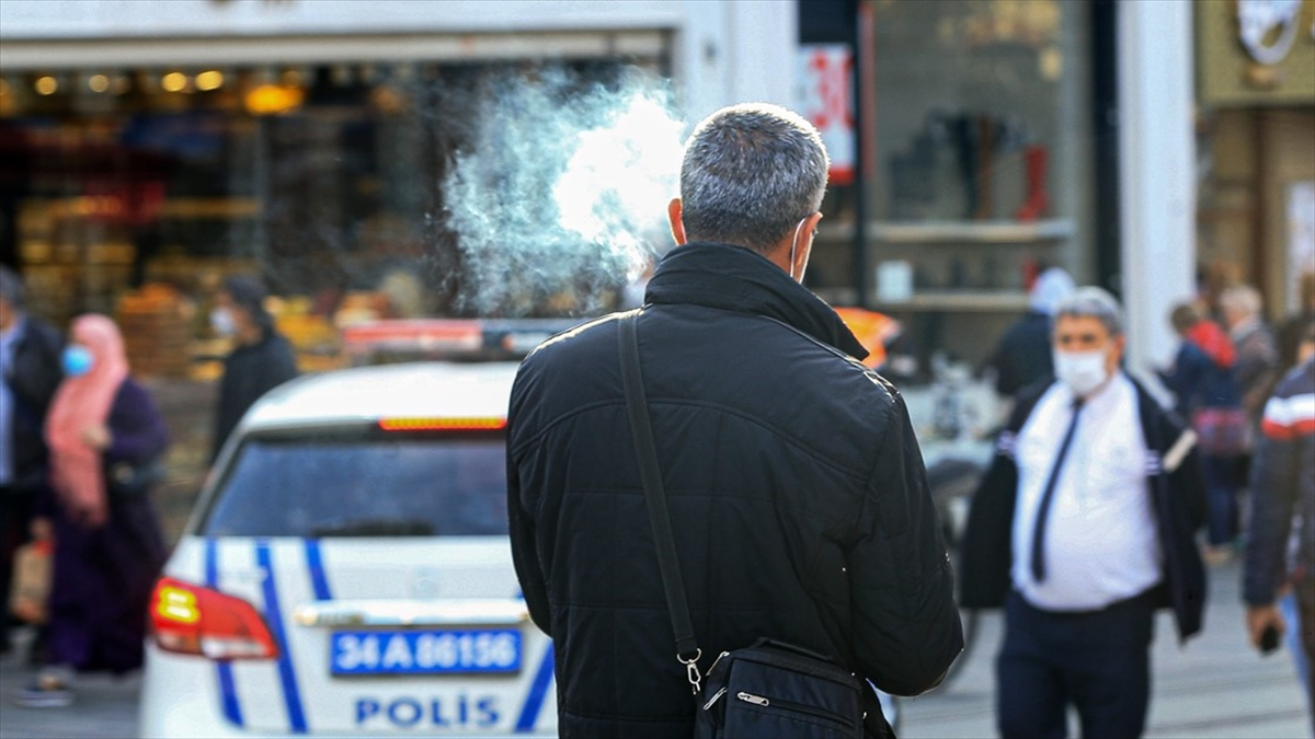 İstanbul'da tüm pazar yerlerinde sigara içilmesi yasaklandı