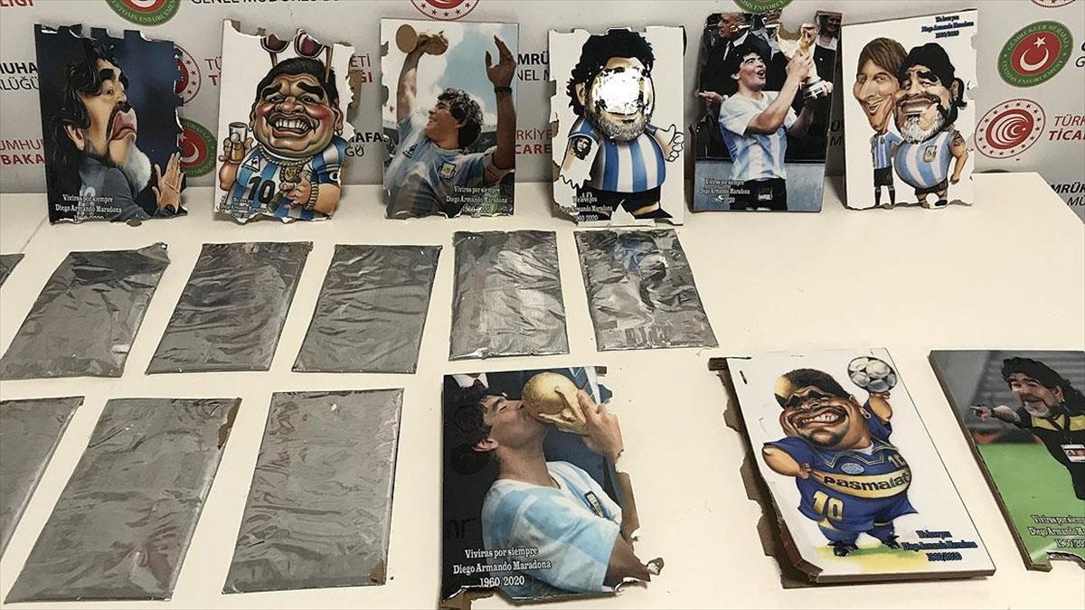 İstanbul Havalimanı'nda Maradona'nın tablolarının arkasına gizlenmiş kokain ele geçirildi