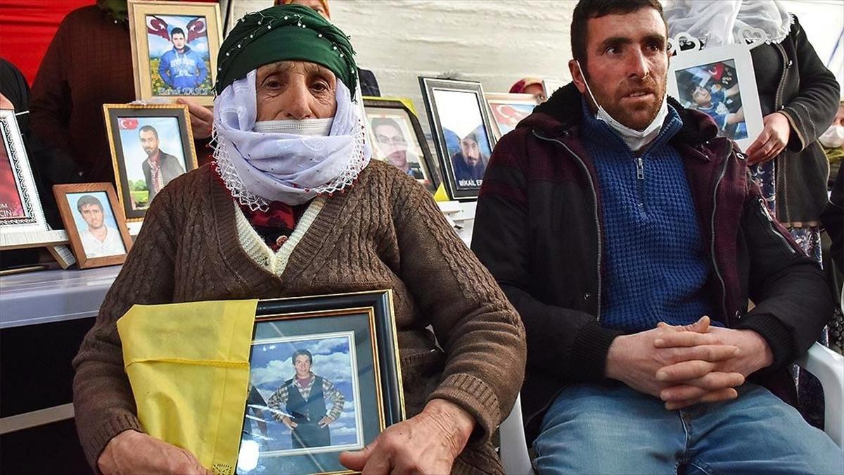 Diyarbakır annelerinin evlat nöbetine iki aile daha katıldı
