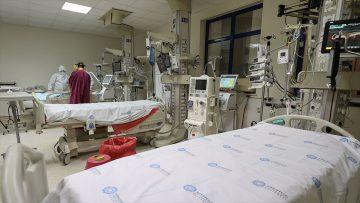 Türkiye'de son 24 saatte 7 bin 706 kişinin testi pozitif çıktı, 93 kişi hayatını kaybetti