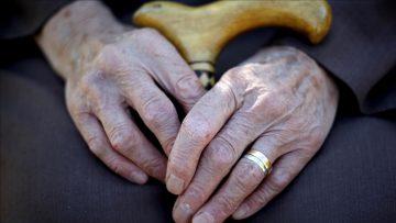 Kovid-19 salgınında yaşlı sağlığının korunmasında hem fiziksel hem psikolojik destek önem taşıyor