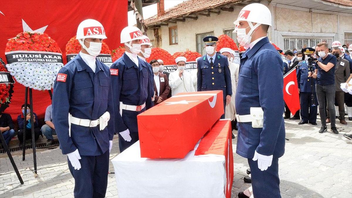 Pençe-Yıldırım Harekatı'nda şehit olan Uzman Çavuş Ahmet Asan son yolculuğuna uğurlandı