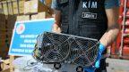 İzmir'de kaçak yollarla ülkeye sokulan 501 kripto para üretim makinesi ele geçirildi