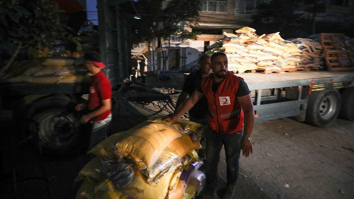 Türk Kızılay'dan Gazze'ye 10 tırlık insani yardım