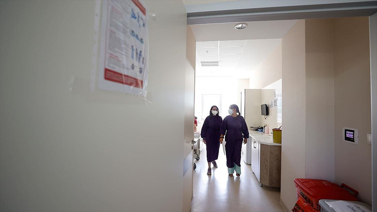 Prof. Dr. Özkurt: Kurallara uymamak Kovid-19 vaka ve vefat sayılarını artırıyor