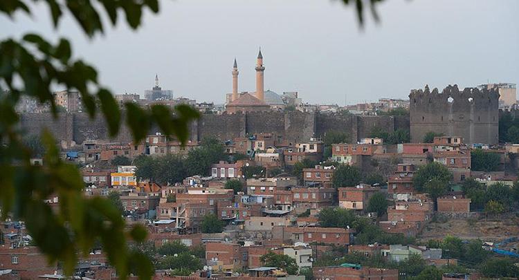 Diyarbakır Valiliği: Toplanma çağrıları kanunsuz