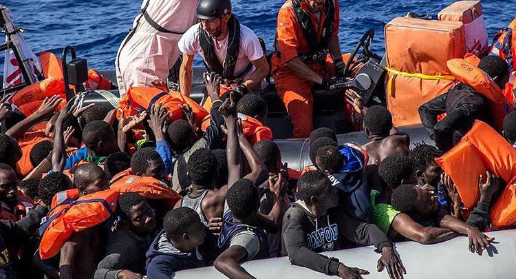 Akdeniz'i geçmeye çalışan göçmenlerin botunda 25 ceset bulundu