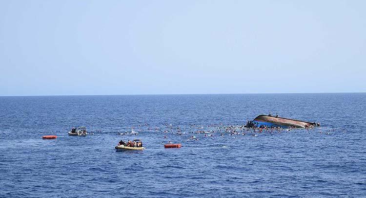 Akdeniz'de sığınmacıları taşıyan iki gemi battı: 239 ölü