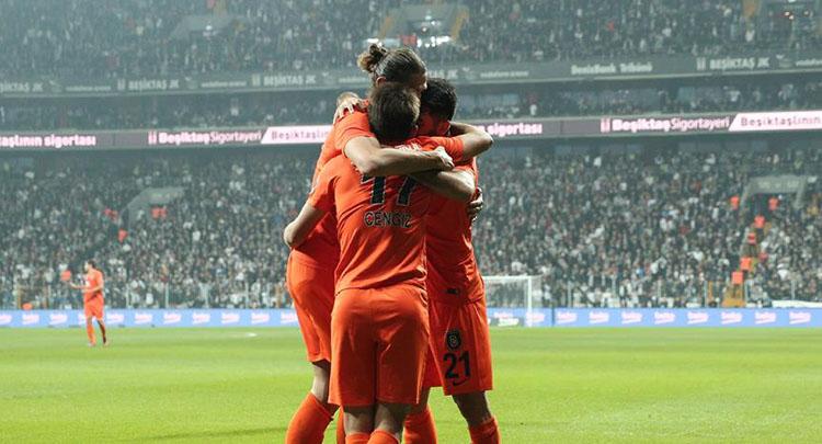 Medipol Başakşehir Vodafone Arena'dan lider çıktı