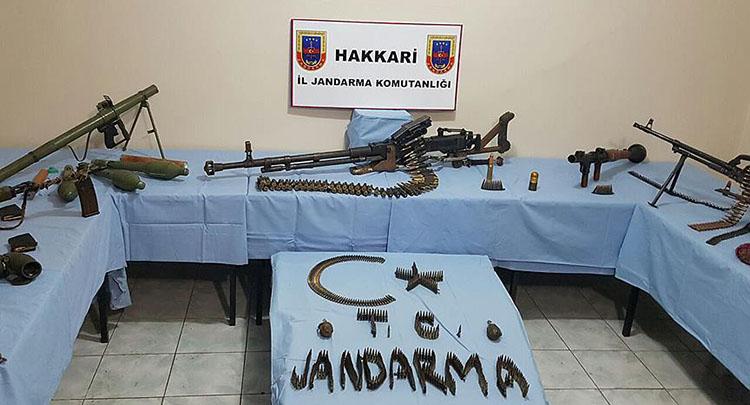 Hakkari'de toprağa gömülü çok sayıda silah ve mühimmat ele geçirildi