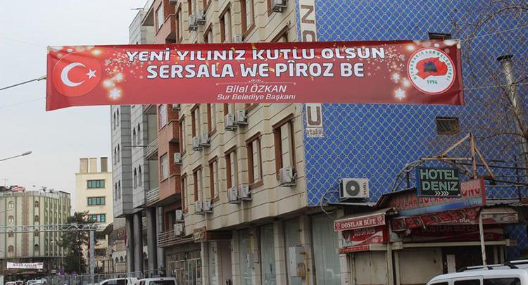 Görevlendirme yapılan Sur Belediyesinden Türkçe ve Kürtçe yeni yıl mesajı