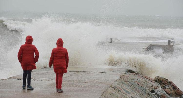 Denizlerde 'tam fırtına' uyarısı