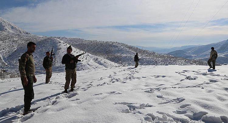 Ağır kış şartlarında Mehmetçik ile omuz omuza vatan savunması