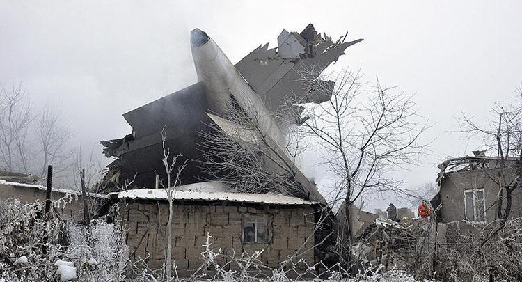 Kırgızistan'da kargo uçağı düştü: 32 ölü, 4 yaralı